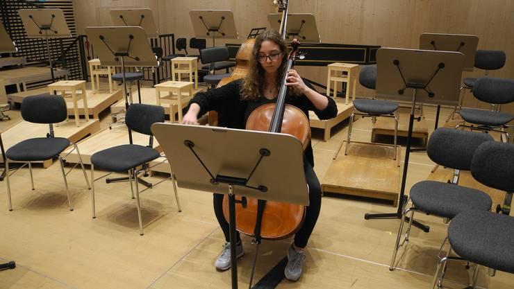 Am Sonntag wird die Dietikerin Alexandra Lüthi mit einem Publikumsorchester im Konzertsaal der Tonhalle Maag auftreten.