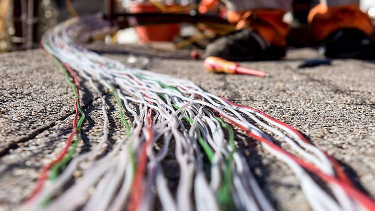 Die Swisscom baut das Glasfasernetz aus. (Archivbild)