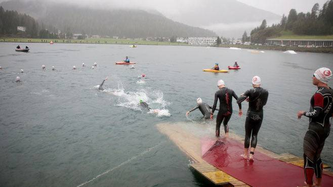 Das Schwimmen an der Challenge Davos fand noch statt, dann wurde der Höhen-Triathlon wegen eines Gewitters abgebrochen.