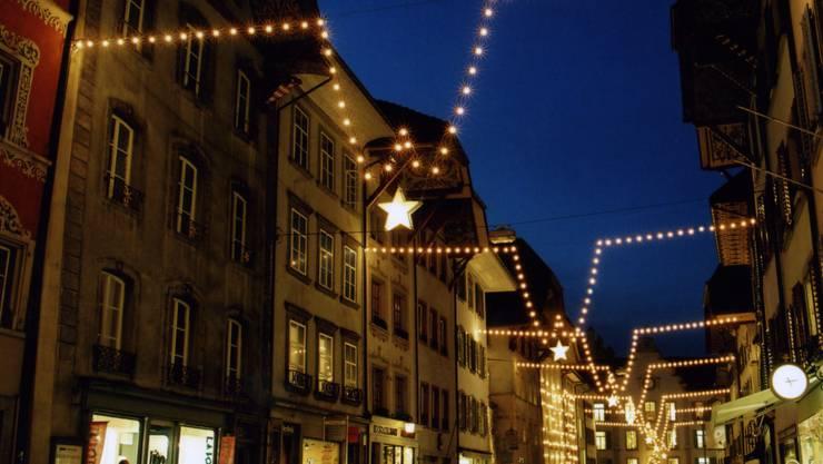 Die Aarauer Weihnachtsbeleuchtung in der Altstadt. (Archiv)
