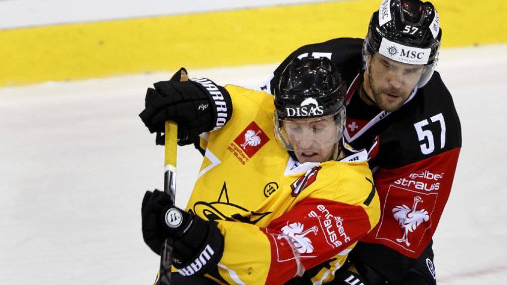 Der Kanadier David McIntyre (in gelb) traf in der Champions-League-Saison 2014 mit dem finnischen Klub SaiPa Lappeenrenta auf Genève-Servette. Hier kämpft der Stürmer mit Genfs Goran Bezina um den Puck