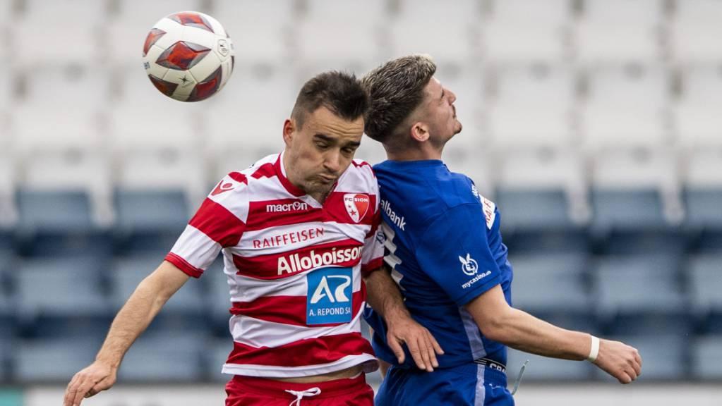 Duell in luftiger Höhe: Der Luzerner Lor von Luzern im Spiel gegen Sandro Theler.