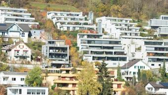 Auf einem Fünftel des Ennetbadener Baugebiets soll der Bau von Terrassenhäusern untersagt werden. Wenn schon, müssten alle Grundbesitzer gleich behandelt werden, sagen Gegner dieses Vorschlages.