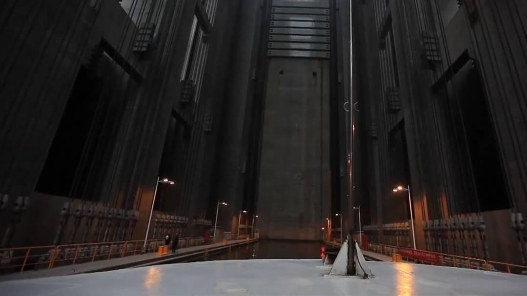 Die gewaltige Liftkonstruktion in Yichang soll jährlich sechs Millionen Tonnen über den Damm transportieren.