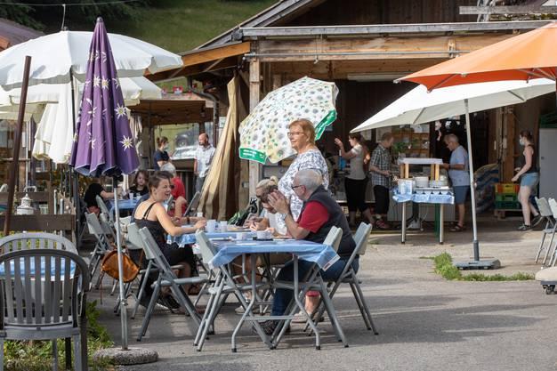 300 Gäste konnten sich dem Nationalfeiertag auch kulinarisch widmen.