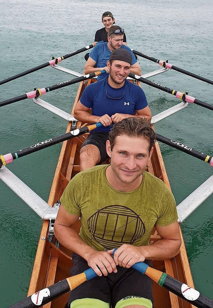 Georg Stocker (von vorne nach hinten), Sebastian Stocker, Matthias Odermatt und Peider Stocker wollen den Atlantik überqueren – in einem Ruderboot. Bild: zvg