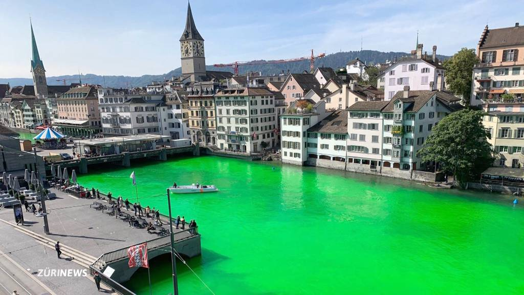 Klimaaktivisten färben Limmat grasgrün