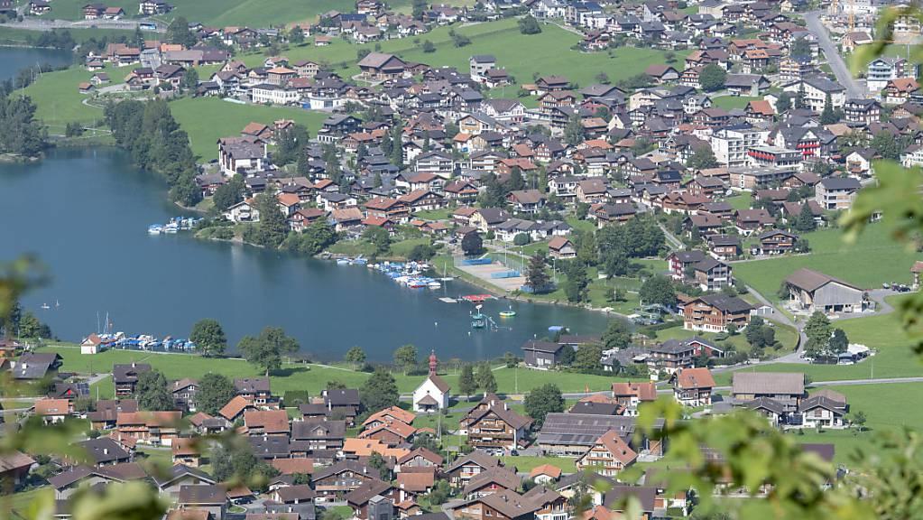 Wie viel Wert hat ein Grundstück im Kanton Obwalden? Die Regierung schlägt eine Erneuerung der Grundstückschätzungen vor. (Symbolbild)