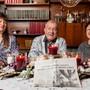 Nicole Fricker mit ihren Eltern Maurice André Montavon und Iréne: Sie singt, er sammelt Artikel über seine Grosscousine.