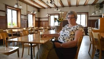 Vreni Schneider vom Restaurant Untergrenchenberg in der leeren Gaststube