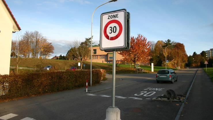 Die Umsetzung der Tempo-30-Massnahmen im gesamten Gemeindegebiet von Obergösgen konnte termingerecht und innerhalb des Kostenrahmens abgeschlossen werden. (Symbolbild)