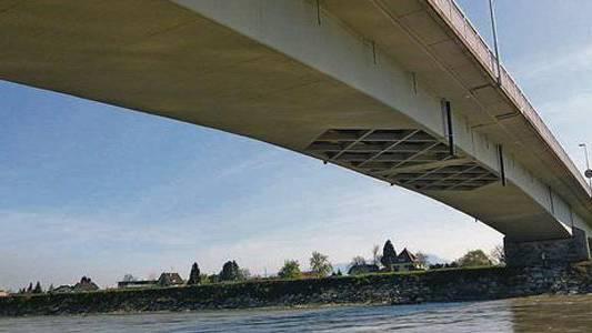 Die Rheinbrücke ist bald für alle wieder offen.