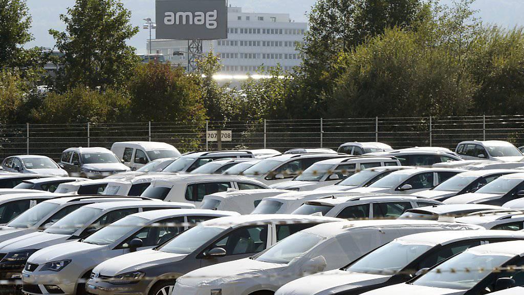VW-Fahrzeuge bei Amag im aargauischen Lupfig: Der Abgasskandal scheint die Schweizer Kundschaft unbeeindruckt zu lassen. Im ersten Quartal konnte VW seinen Marktanteil hierzulande gar leicht steigern (Archiv).