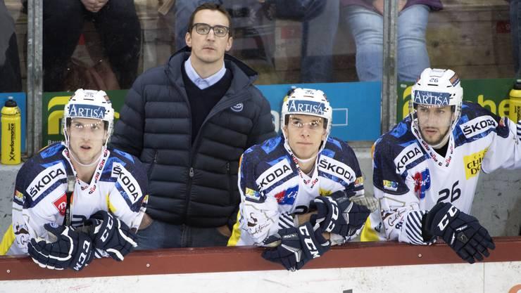 Ambri-Headcoach Luca Cereda blickt mit seinen Spielern schwierigen Zeiten entgegen.