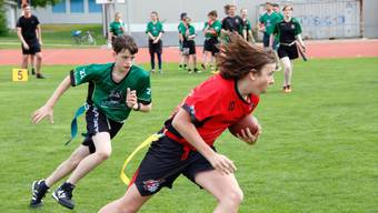 Die Spieler in Aktion beim Flag Football.