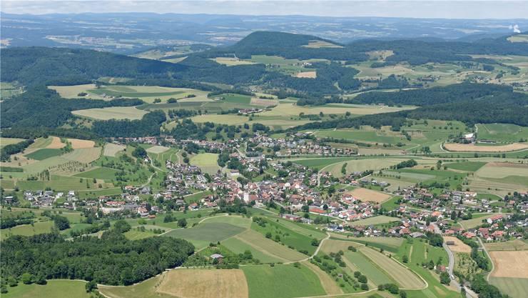 Der Blick in die Zukunft geht für Densbüren nun auch Richtung Norden nach Herznach (im Vordergrund) und Ueken. Gerry Thönen