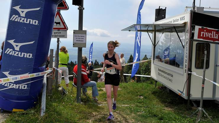 Ein gewohntes Bild: Martina Strähl ist als Erste auf dem Berg – hier beim Grenchenberglauf 2012.