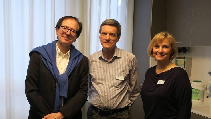 Die Ärzte Guido Pfister, Andreas Zurbuchen und Irina Bichmann (v.l.) in der Praxis des Xundheitszentrums im Spital Menziken.