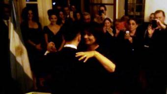Bundesrätin Doris Leuthard tanzt am Treffen mit Auslandschweizern Tango.