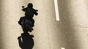 Der Motorradfahrer fuhr auf der A2, als es zum Unfall kam. (Symbolbild)