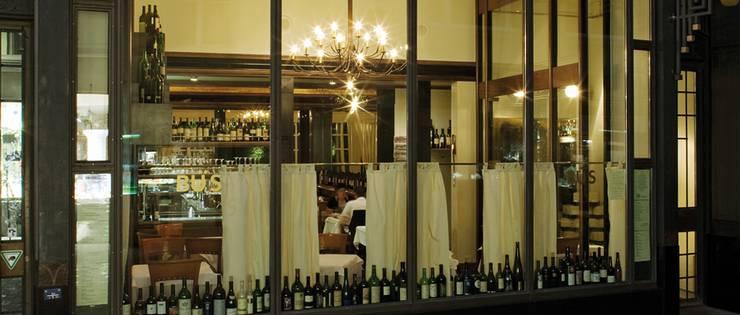 In diesem Restaurant nahe der Bahnhofstrasse, das durch eine frische und saisonale Bistroküche besticht, werden Klassiker wie Cordon-Bleu oder Wienerschnitzel serviert. Bekannt ist das Bü`s für seine einzigartige Weinkarte, die jedes Menü abrundet, denn zu jedem Gang wird auf Wunsch ein passendes Glas serviert.  Kuttelgasse 15, 8001 Zürich, 044 211 94 11, buetique.ch