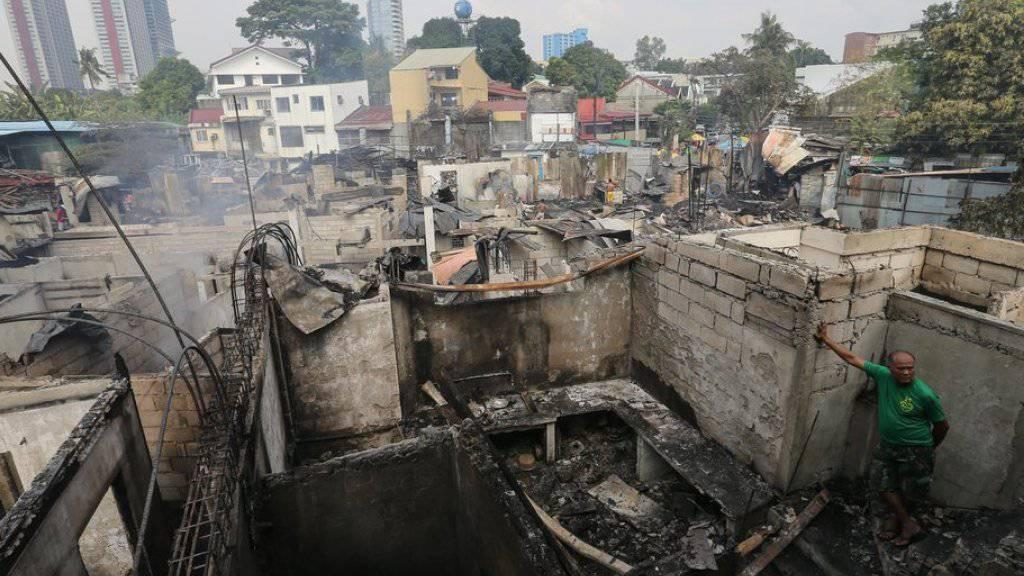 Spuren der Verwüstung nach dem Brand in Quezon City.