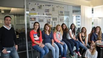 Schüler der Kantonsschule Limmattal besuchen die Redaktion der Limmattaler Zeitung