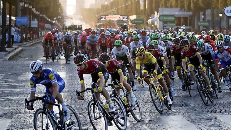 Die Tour de France auf der Pariser Champs-Elysées: Wird es ein solches Foto auch dieses Jahr zu sehen geben?