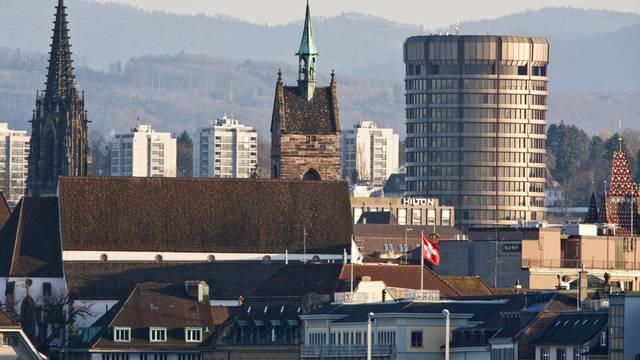 Die Basler Bürgergemeinde hat im letzten Jahr 20-mal mehr Schweizerinnen und Schweizern als sonst das Basler Bürgerrecht verliehen.