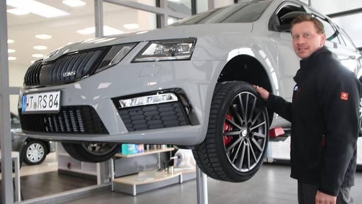 Kommt ein Schweizer Kunde mit diesem Wagen für einen Reifen- und Felgenwechsel, muss neu eine Kaution von 11 000 Euro am deutschen Zoll hinterlegt werden.