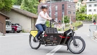 Ruth Müri auf einem Cargobike: Ihre Gegner zweifeln daran, dass sie im Wahlkampf die Kurve kriegt.