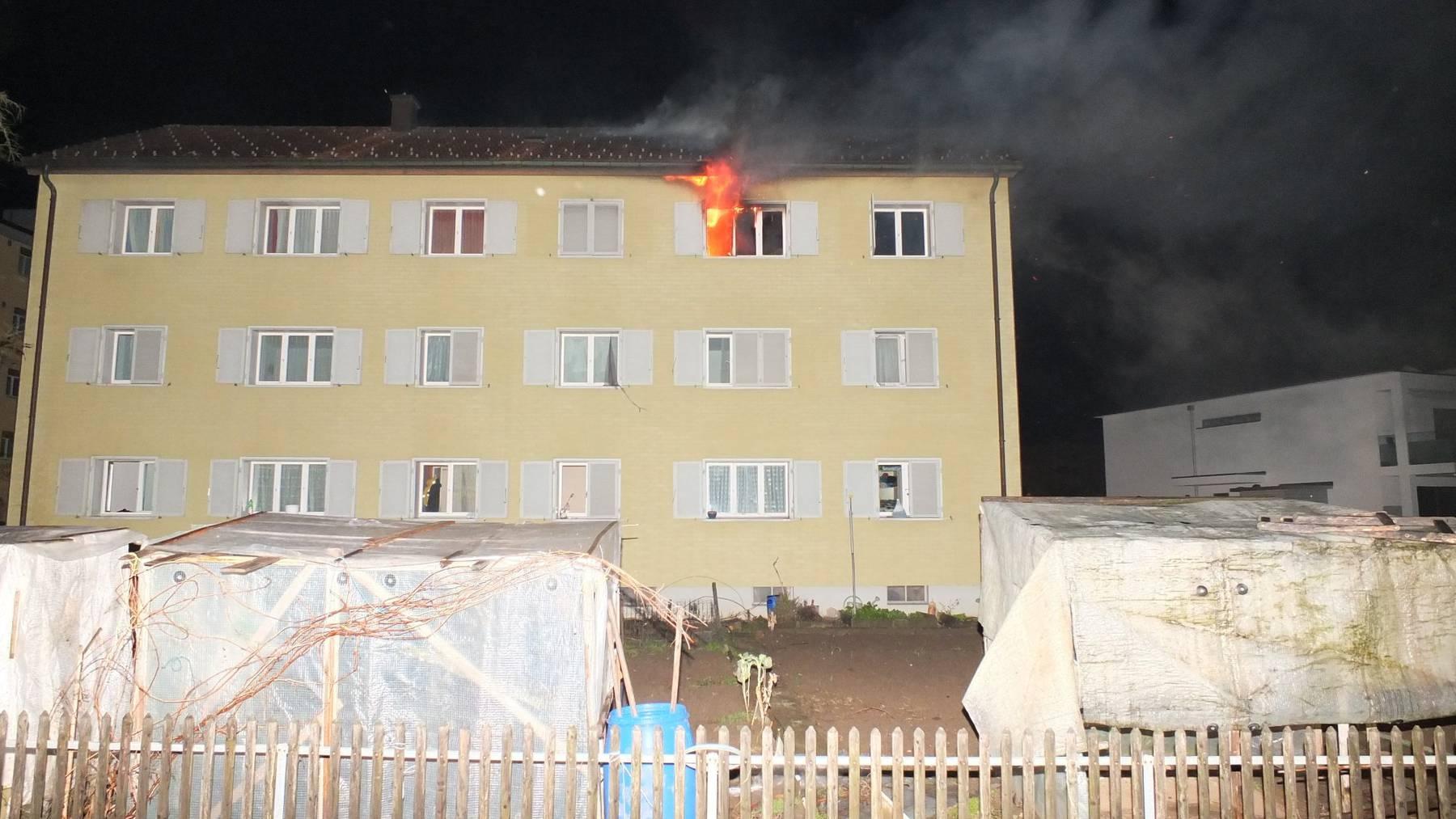 Im dritten Stock brannte eine Wohnung der Asylunterkunft.