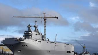 """Eines der beiden Mistral-Schiffe, die """"Wladiwostok"""": An den Einzelheiten zur Auflösung des französisch-russischen Rüstungsvertrags muss noch gefeilt werden."""