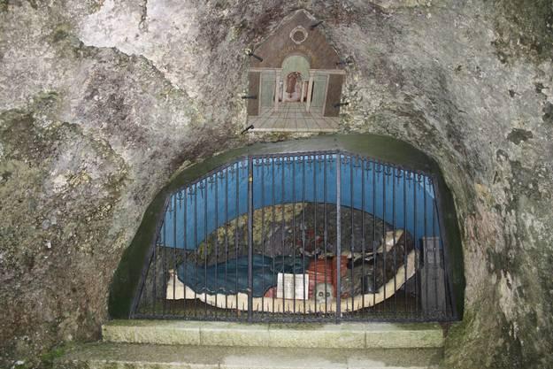 Die heilige Verena ruht in ihrer Felsengruft
