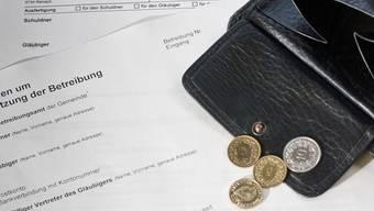 Das Portemonnaie leer, das Betreibungsformular gut (aus)gefüllt. Peter Siegrist/az-Archiv