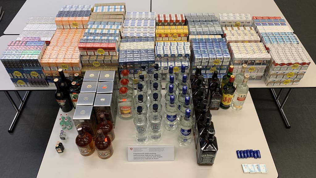 Zigaretten und Alkohol im grossen Stil geschmuggelt
