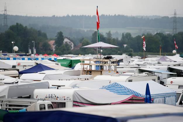 Auf dem Campingplatz des Esaf-Gelände herrscht viel Betrieb.