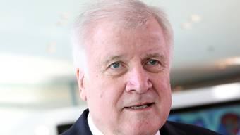 Der deutsche Innenminister und CSU-Chef Horst Seehofer will im kommenden Jahr seine beiden Spitzenämter abgeben.  (Archivbild)