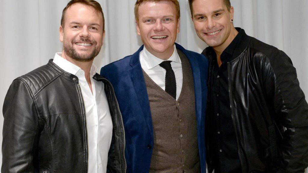 Lee Baxter, Bastiaan Ragas und Eloy de Jong (von links nach rechts) der englisch-niederländischen Boygroup Caught in the Act wollen nach einer langen Pause wieder zusammen auftreten (Archiv)