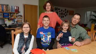 Familie Grun vereint: Lea (von links), Sasha, Mutter Cornelia, Hanna und Vater Dominik.