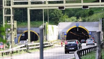 Neur Blitzer wird vor Arisdorf-Tunnel montiert. Foto niz