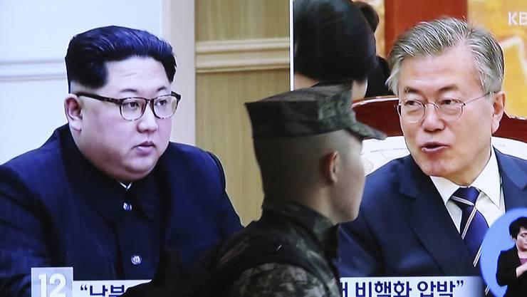 Ein Gipfeltreffen zwischen Kim (l.) und Moon (r.) steht bevor: Stampft Nordkorea tatsächlich sein Atombomben-Programm ein?