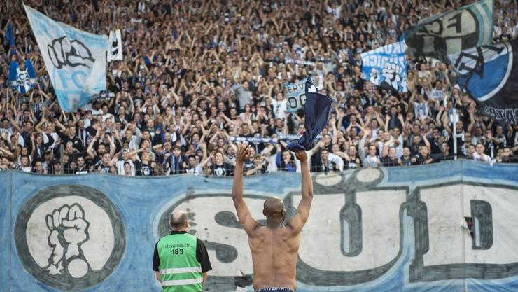 Franck Etoundi vom FCZ jubelt beim Derbysieg vom FCZ über GC.
