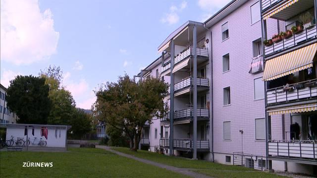 Rentnerin stürzt tödlich vom Balkon