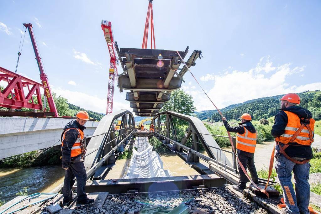 Sie ersetz die 70 Jahre alte Brücke. Diese entspricht nicht mehr den Sicherheitsanforderungen. (© zVg)