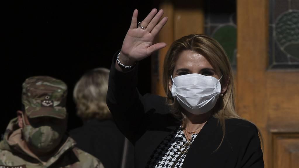 Nach der bolivianischen Interimspräsidentin Jeanine Áñez haben sich weitere Regierungsmitglieder in Bolivien mit dem Coronavirus angesteckt. (Archivbild)