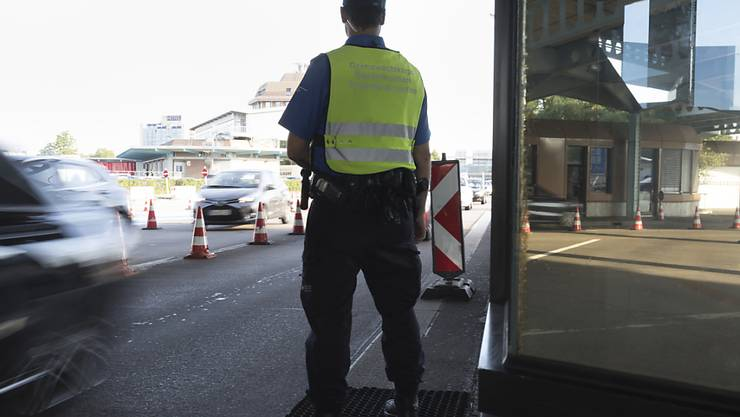 Für einen schwedisch-serbischen Staatsbürger bleibt die Überschreitung der Schweizer Grenze drei Jahre lang ein Tabu. (Symbolbild)