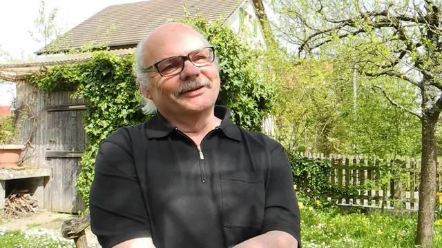 Hansruedi Meyer (Präsident IG Elsässli) spricht darüber, was die Elsässli-Gärten ausmacht und welche Gefahren durch die Sanierung entstehen