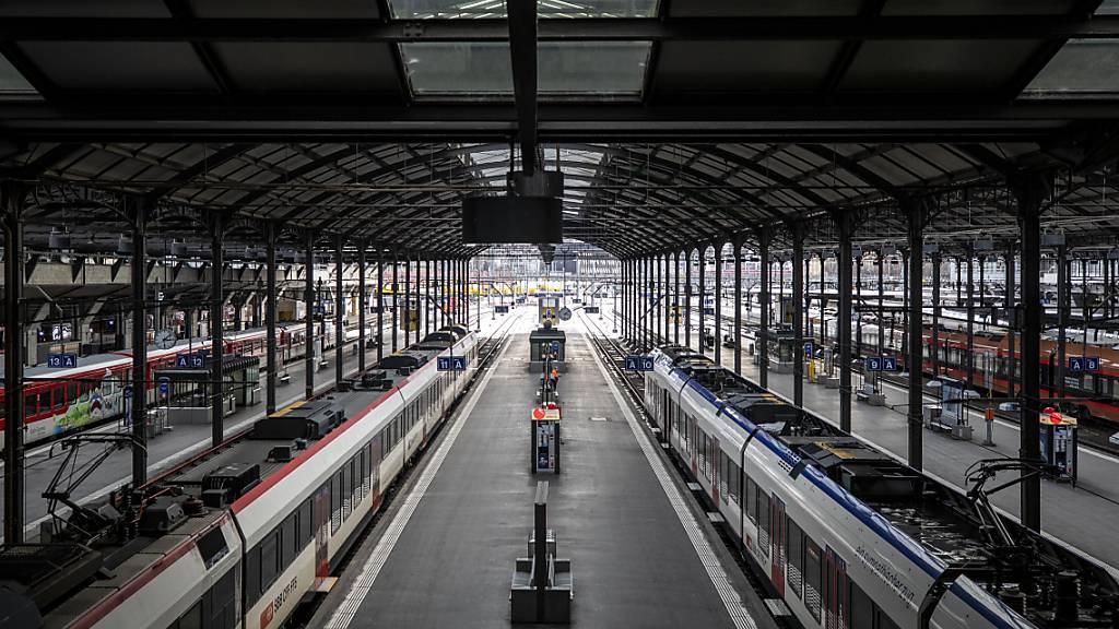 Die verschärften Massnahmen zeigen Wirkung:  Blick in den Luzerner Bahnhof.
