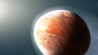 Künstlerische Ansicht des Planeten WASP-121b, wie er Schwermetall-Gase verliert. (zVg Nasa)